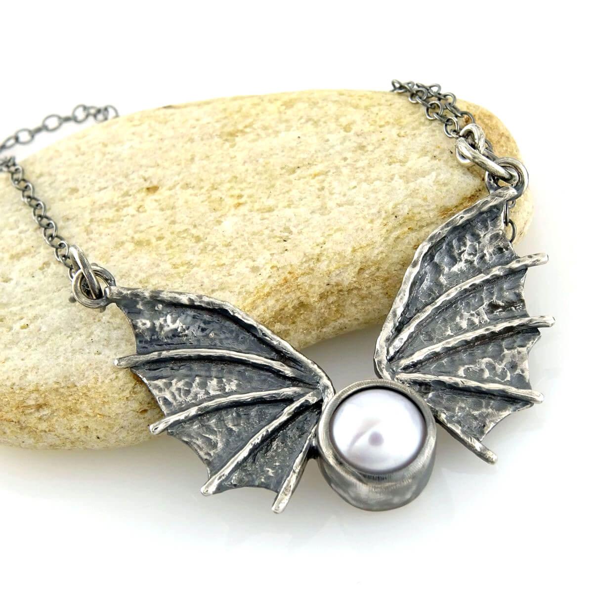 Naszyjnik Dragon Wings z perłą