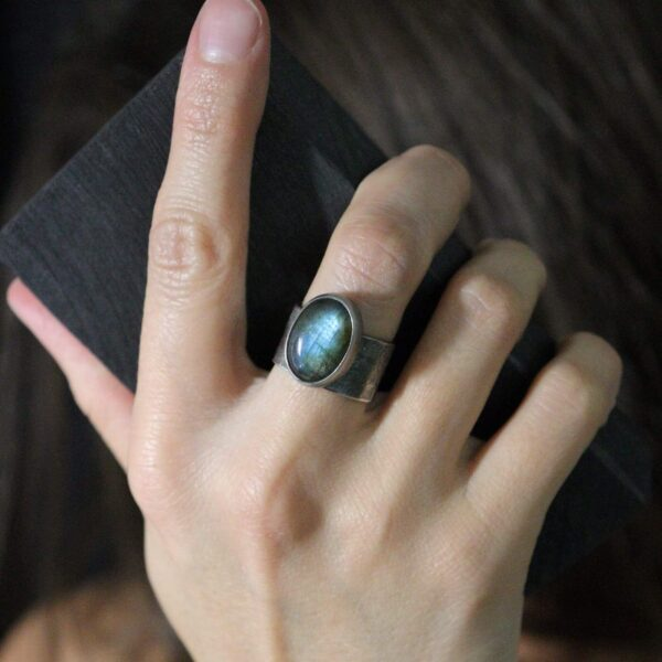 Unikatowy pierścionek Zorza Polarna z labradorytem