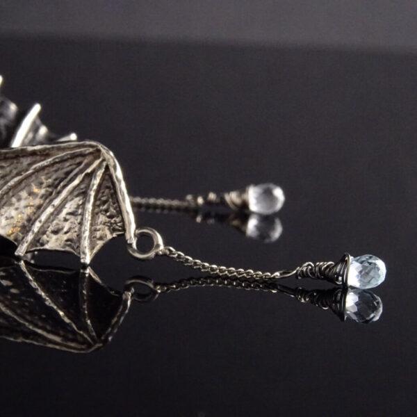 Kolczyki smocze skrzydła z łańcuszkami i apatytami