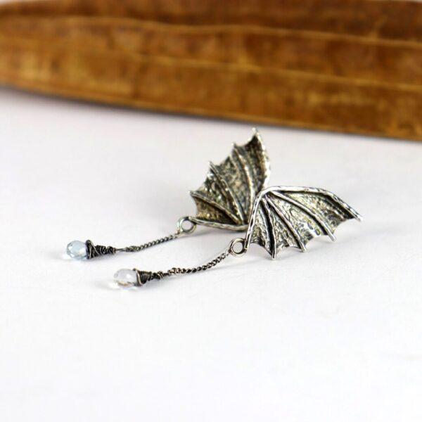 Kolczyki smoczek skrzydła z łańcuszkami i apatytami